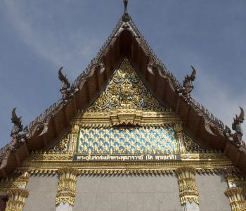 Wat Intharawihan: the temple of the standing Buddha